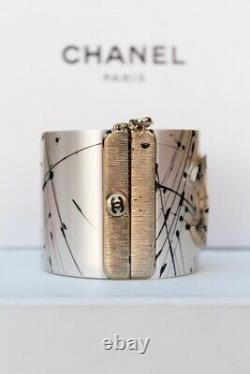 2013 CHANEL Beautiful cuff with CC logo and paint chip