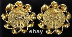 Auth Chanel CC logo Gold Plated With Pearl Clip-on Earrings made France Vintage