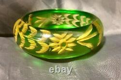 Beautiful Vintage Reverse carved Green Apple juice Bakelite Bangle Bracelet