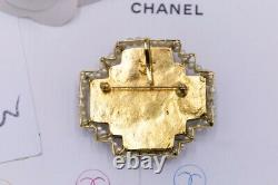 CHANEL Beautiful pearly brooch with glass paste cabochons