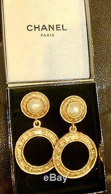 CHANEL Paris CC Logos Earrings Gold Tone Clip-On Orecchini anni 1980 withBOX