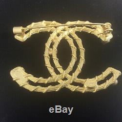 Chanel Beautiful CC Brooch Gold Pearl