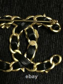 Chanel large brooch beautiful piece with black leather, Pre-owned