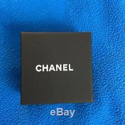 Chanel necklace cc