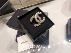 Chanel round drill pearl CC brooch beautiful to explode