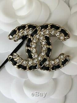NWT 2020 CHANEL CC Logo Signature Classic Crystal Beautiful Brooch with Receipt
