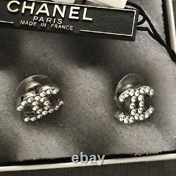 New Chanel CC logo Earrings Boucles Oreille Z2371 Rare Never Worn