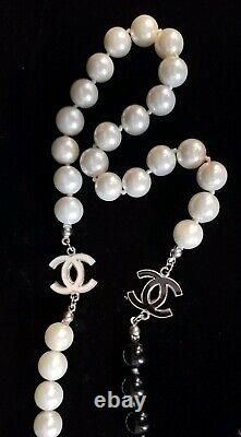 Vintage CHANEL Onyx & Cream Beaded Necklace CC Accents Beautiful